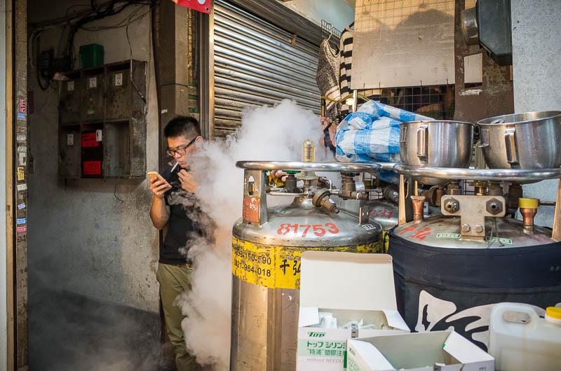 Taipei street photography: smoke break